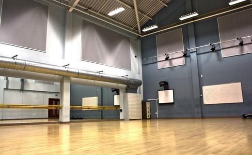 Regular dance studio 03