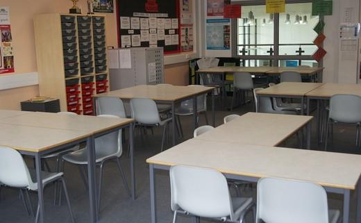 Regular standard classroom 1040x692