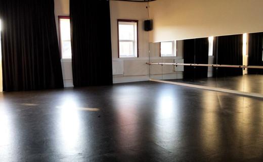 Regular 8. dance studio