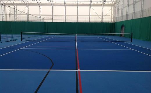 Regular tennis court   end